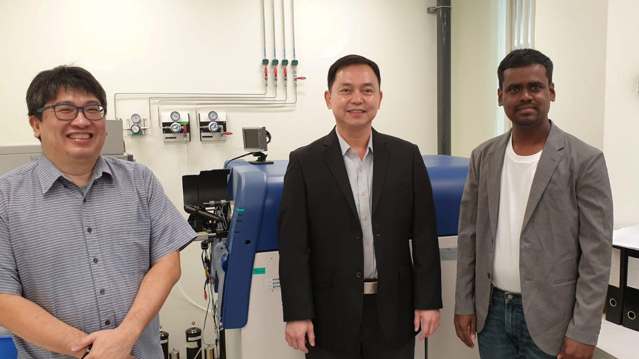 Senior Scientific Officer Lim Teck Kwang, Dr. Lin Qingsong (NUS), Purushothaman Kathiresan (Nord University