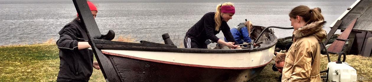 Båtpuss i fjæra